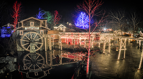 Dollywood Winterfest, Dollywood Christmas, Christmas at Dollywood, Christmas Lights Dollywood, Dollywood Christmas Lights, things to do in Pigeon Forge Winterfest, Winterfest Pigeon Forge, Dollywood Seasonal events, Pigeon Forge Christmas Lights, Pigeon Forge attractions,